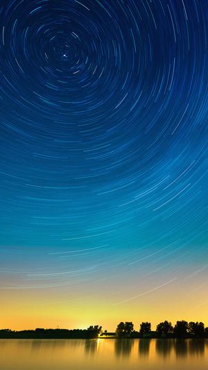 Star-gazing-night-on-lake