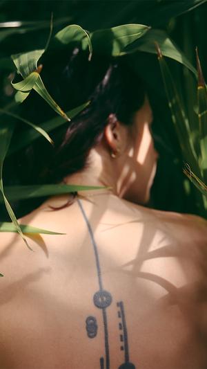 girl-in-wood-leaf-nature-art